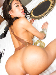 Wonder Woman Bareback Topping - Asian ladyboys porn at Thai LB Sex