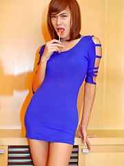 Ladyboy sucks her lolly and jerkks off - Asian ladyboys porn at Thai LB Sex