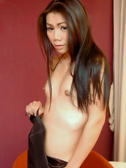 This ladyboy obviously loves to jerk off - Asian ladyboys porn at Thai LB Sex
