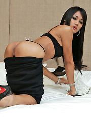 Cute ladyboy unloads crazy amount of spunk - Asian ladyboys porn at Thai LB Sex