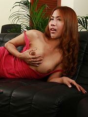 Balloon spreads her tight butt - Asian ladyboys porn at Thai LB Sex
