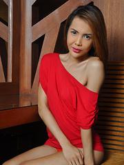Julia Shiroya: Red
